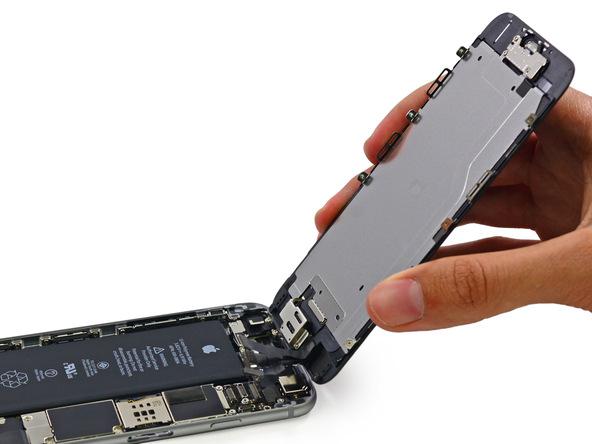 Как отсоединить шлей батареи на iPhone 6. Фото №2